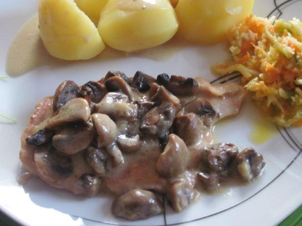 Filety drobiowe zapiekane w sosie pieczarkowym