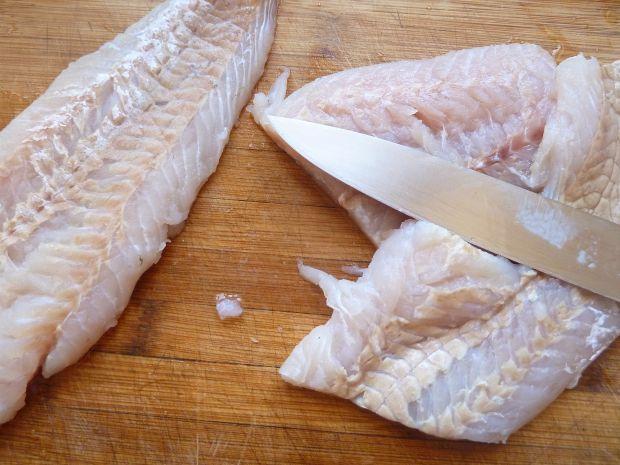 Filety rybne z plastrami cytryny zapiekane w winie