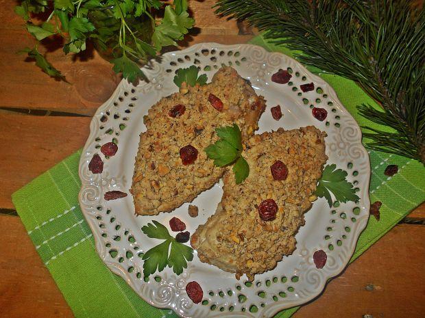 Filety z bryndzą i żurawiną z pistacjową kruszonką
