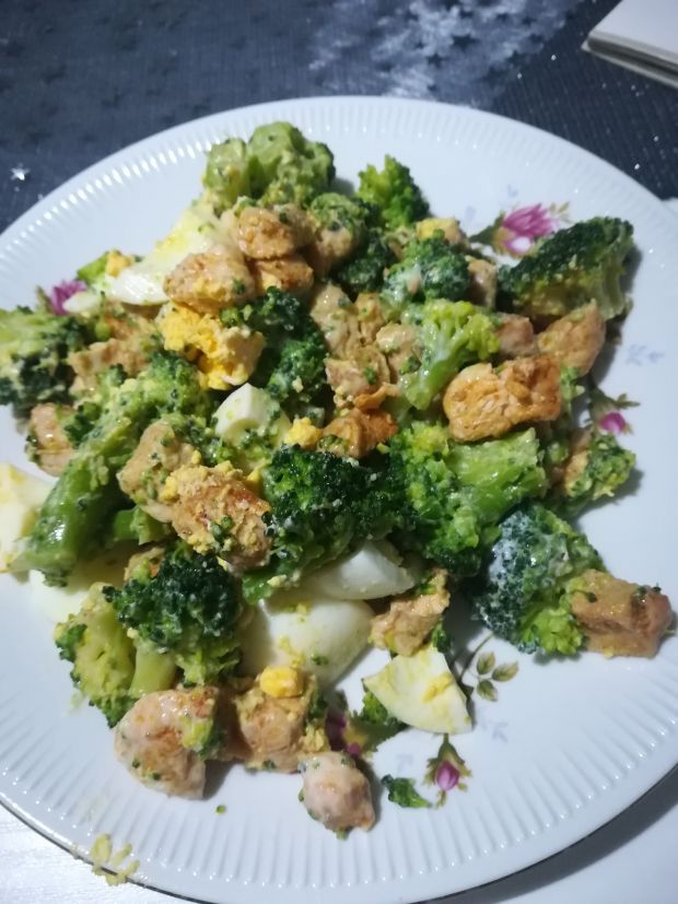 fit brokułowa sałatka
