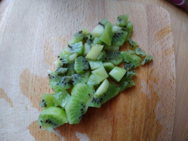 Fit deserek z truskawkami i kiwi