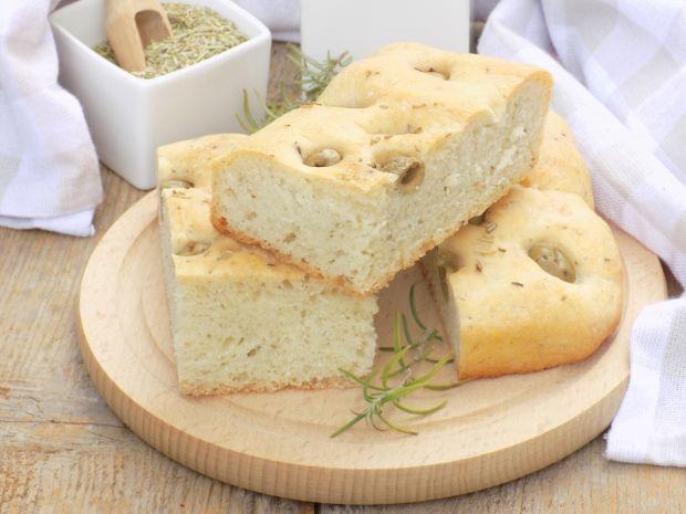 Focaccia z oliwkami i rozmarynem