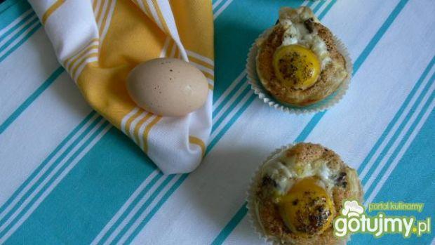 Francuski pakiecik z jajem i pieczarką