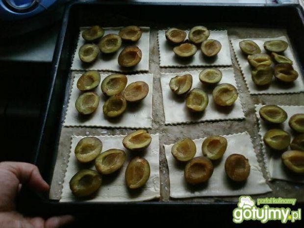 Francuskie ciasteczka ze śliwkami