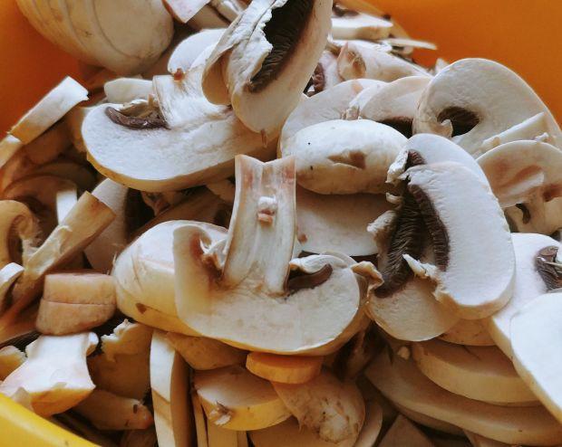 Francuskie ślimaczki z szynką i pieczarkami