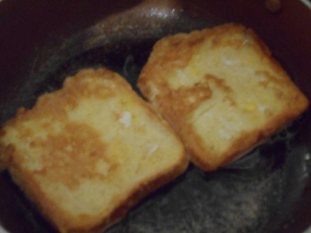 Francuskie tosty z twarożkiem i gruszką