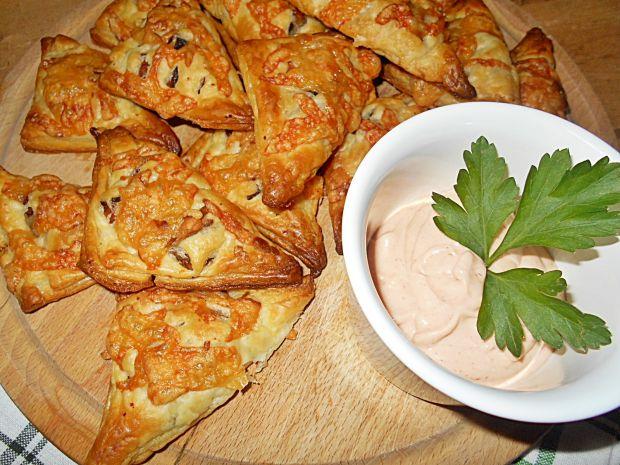Francuskie z kiełbasą i cebulą
