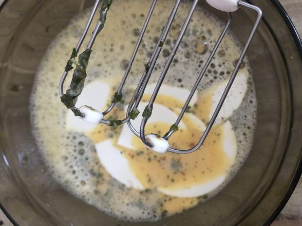 Fritatta z kabanosem i koperkiem