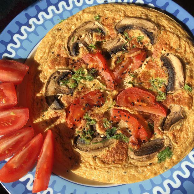 Frittata z pieczarkami, pomidorem i pietruszką