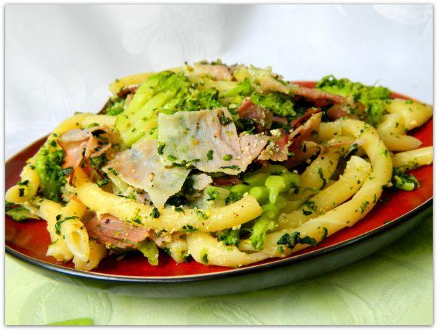Fusilli al torchio z brokułem i szynką parmeńską