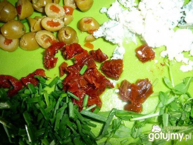 Fusilli grzyby, oliwki, szynka i inne