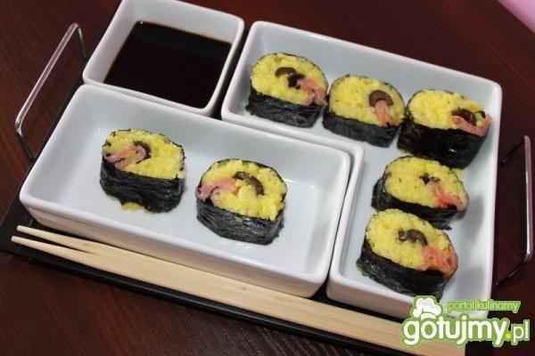 Fusion- Sushi z łososia z oliwkami