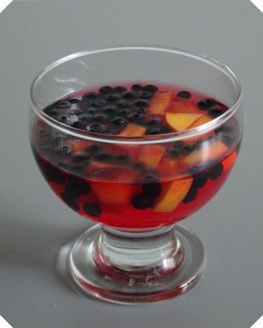 Galaretka truskawkowa z owocami