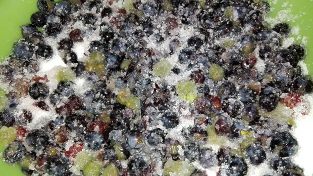 Galaretka z ciemnych winogron