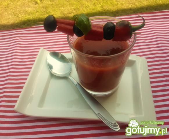 Gazpacho z oliwkami i peperoncino