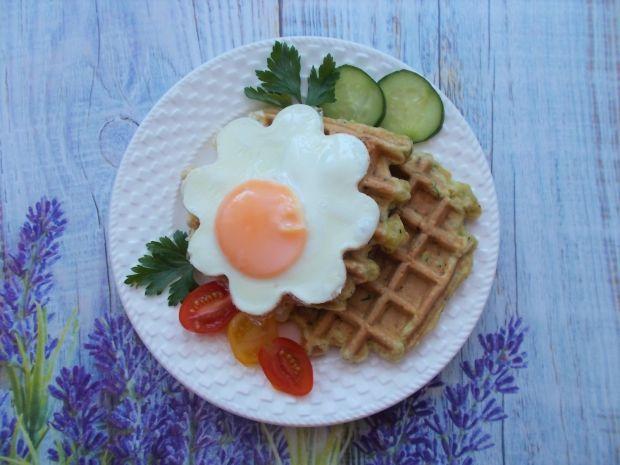 Gofry cukiniowe z jajkiem sadzonym