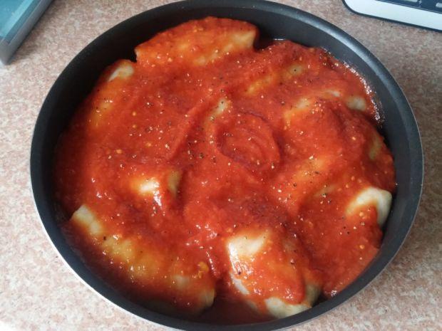 Gołąbki z mięsem i czarnuszką w pomidorach