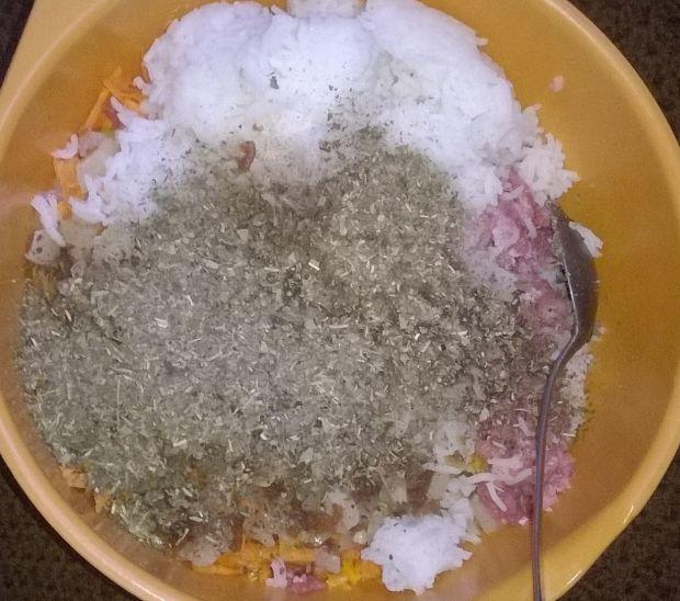 Gołąbki z ryżem, mięsem, dynią i marchewką