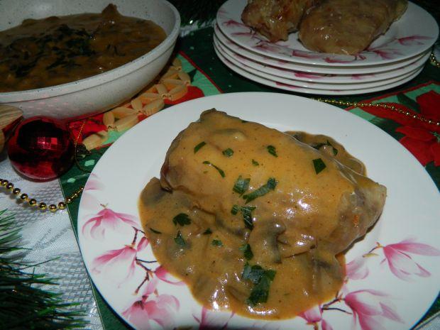 Gołąbki z sosem pieczarkowym
