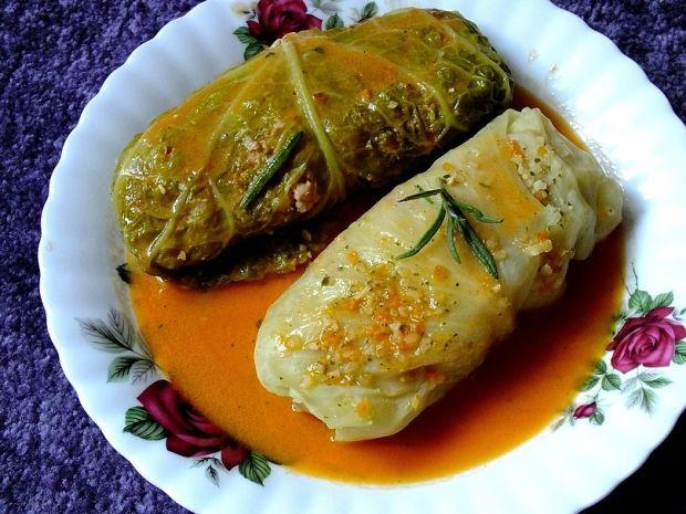Gołąbki z włoskiej kapusty z rozmarynowym sosem