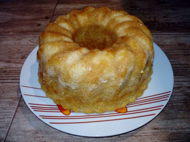 Gotowana babka cytrynowa z jabłkami