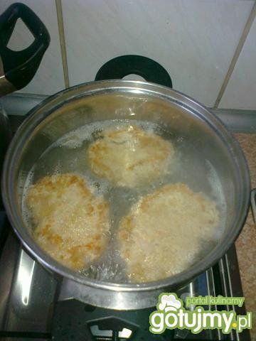 Gotowane ala steki z mięsa mielonego
