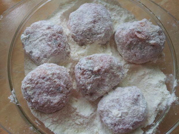 Gotowane klopsiki z kaszą kuskus manną i płatkami