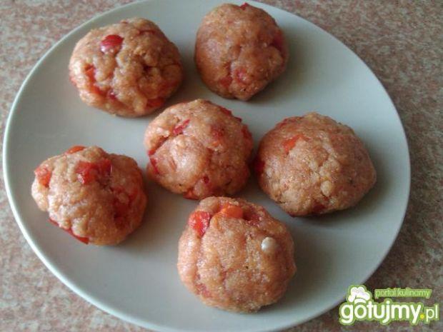 Gotowane mięsne kotleciki z papryką