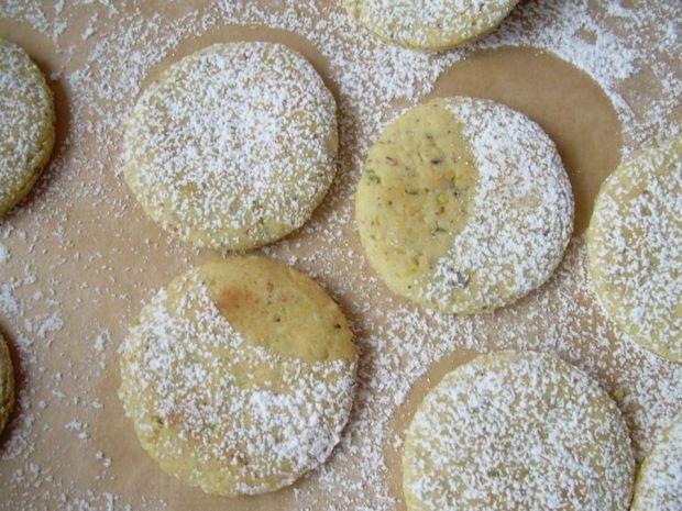 Greckie ciastka z orzechami nerkowca i pistacjami
