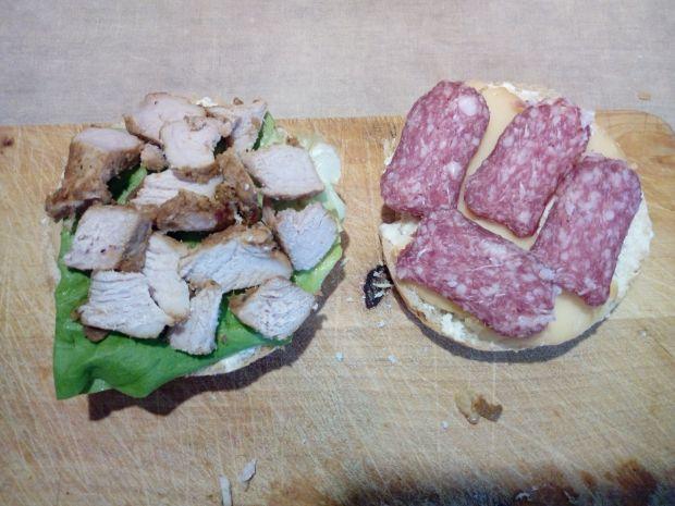 Grillowana kajzerka z wieprzowiną
