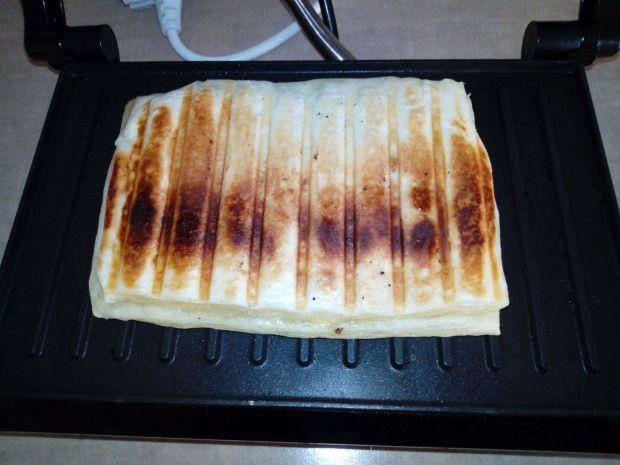 Grillowana kanapka z ciasta francuskiego