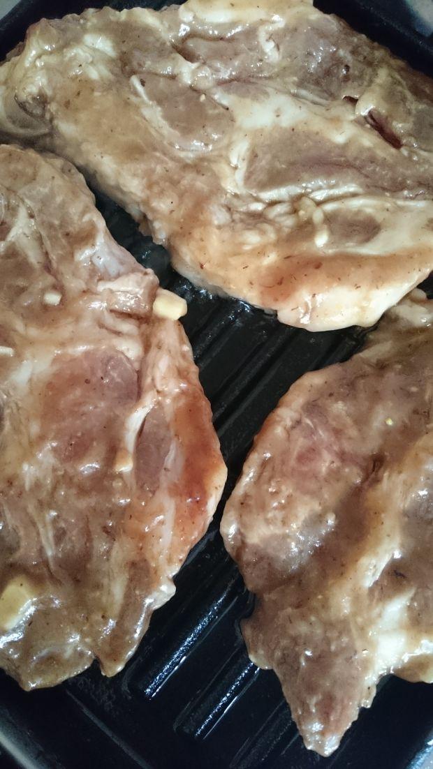 Grillowana karkówka o smaku czosnkowo-śliwkowym