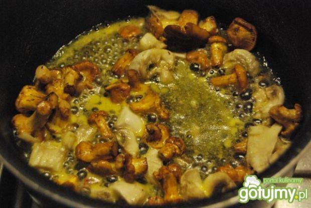Grillowana kiełbaska z kurkami