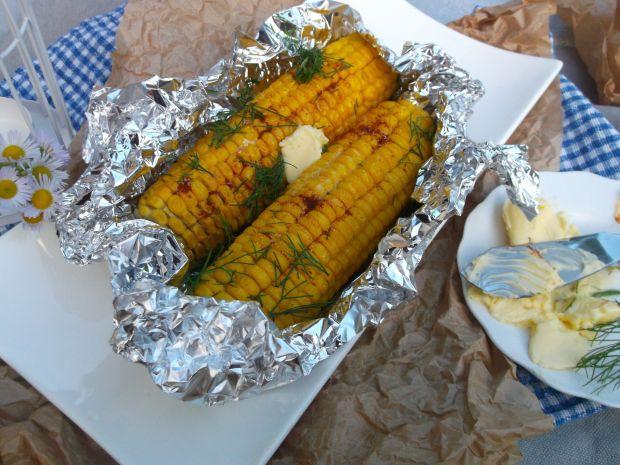 Grillowana kukurydza z masłem, papryką i koperkiem