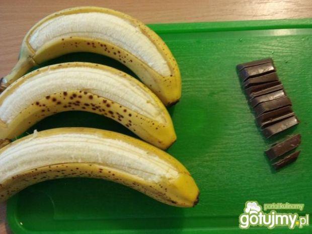 Grillowane banany z czekoladą i rumem