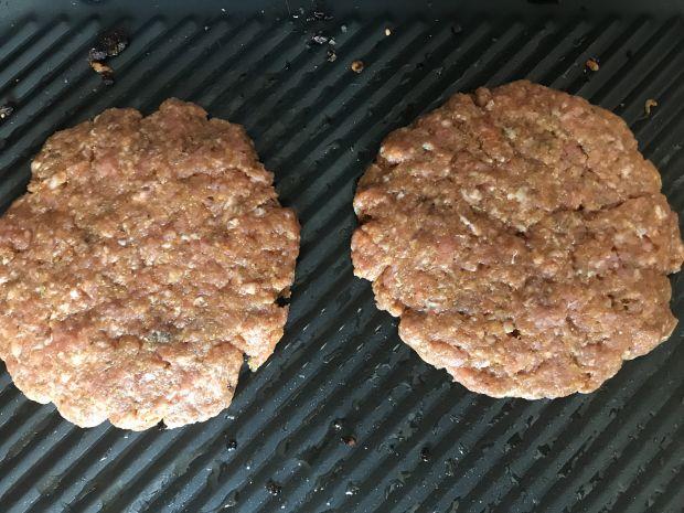 Grillowane hamburgery z kaszą manną