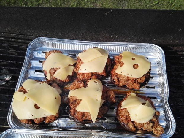 Grillowane pieczarki z mięsem mielonym