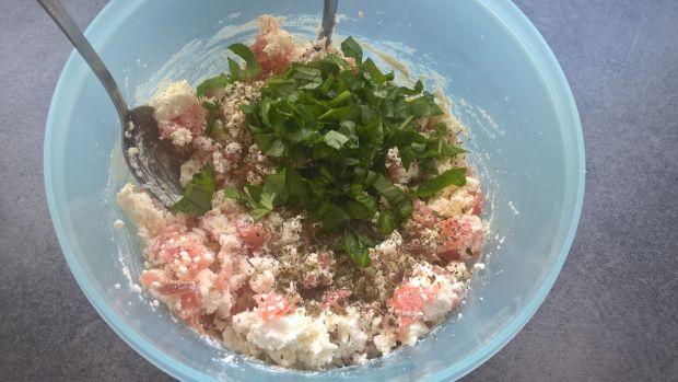 Grillowane roladki z bakłażana z fetą i łososiem