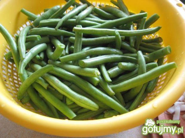 Grillowane warzywa z kiełbasą w sosie