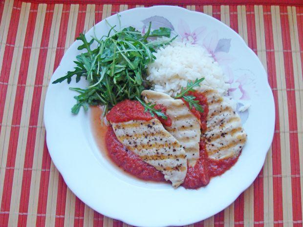 Grillowany filet w sosie pomidorowym