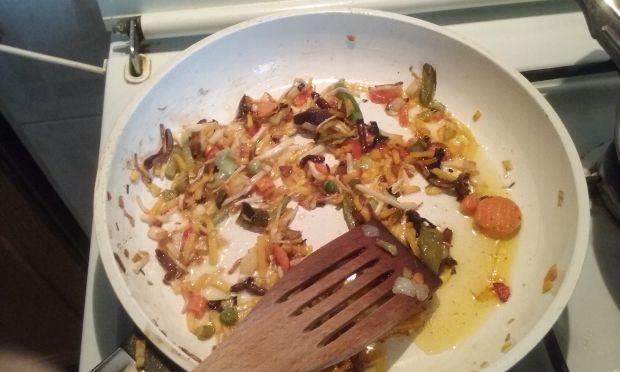 Grillowany indyk z ryżem curry i warzywami