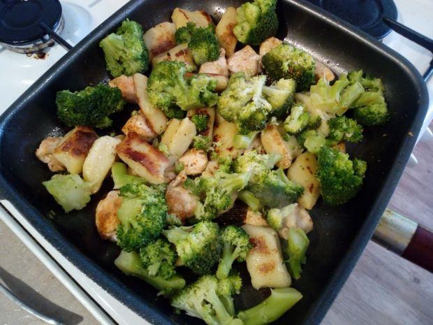 Grillowany kurczak z kopytkami i brokułami
