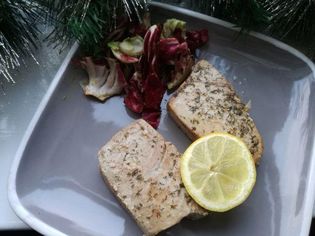 Grillowany tuńczyk w koperku