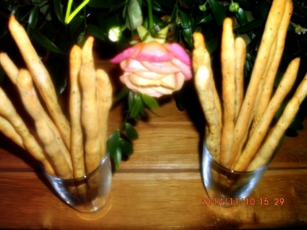 Grissini z bazylia, oregano i słodką papryką
