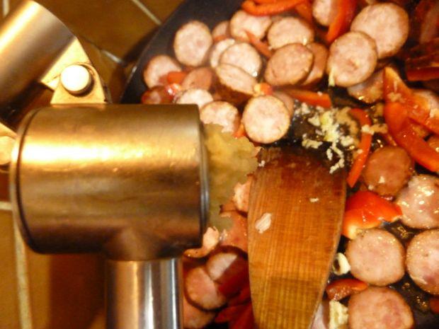 Grochowa zupa krem z ciecierzycą i papryką