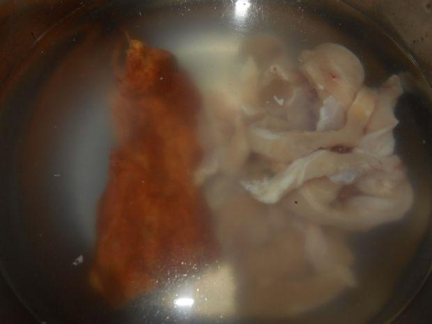 Grochówka z parówkami i chili