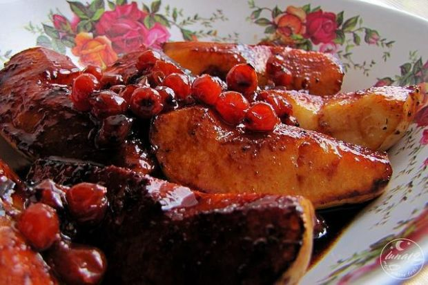 Gruszki z jarzębiną i sosem sojowym