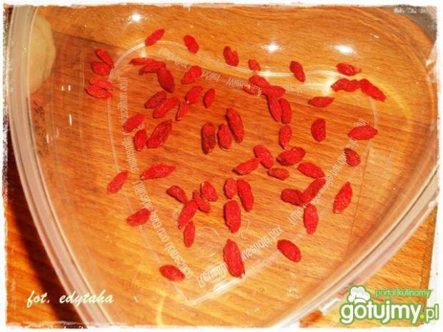 Gruszkowe serce z jagodami goji