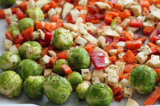 Gryczana sałatka z pieczonymi warzywami