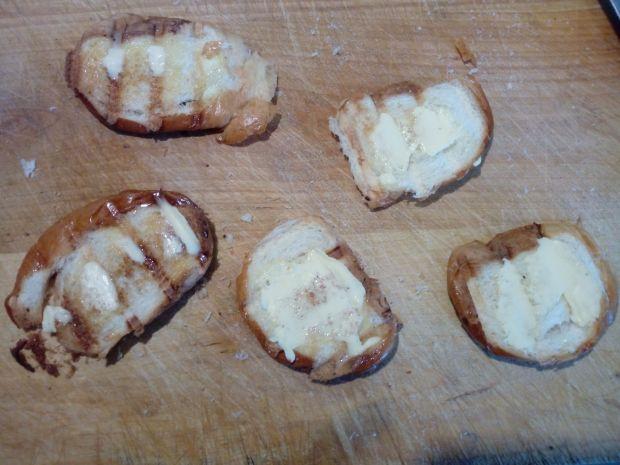 Grzanki z truskawkowym koglem - moglem